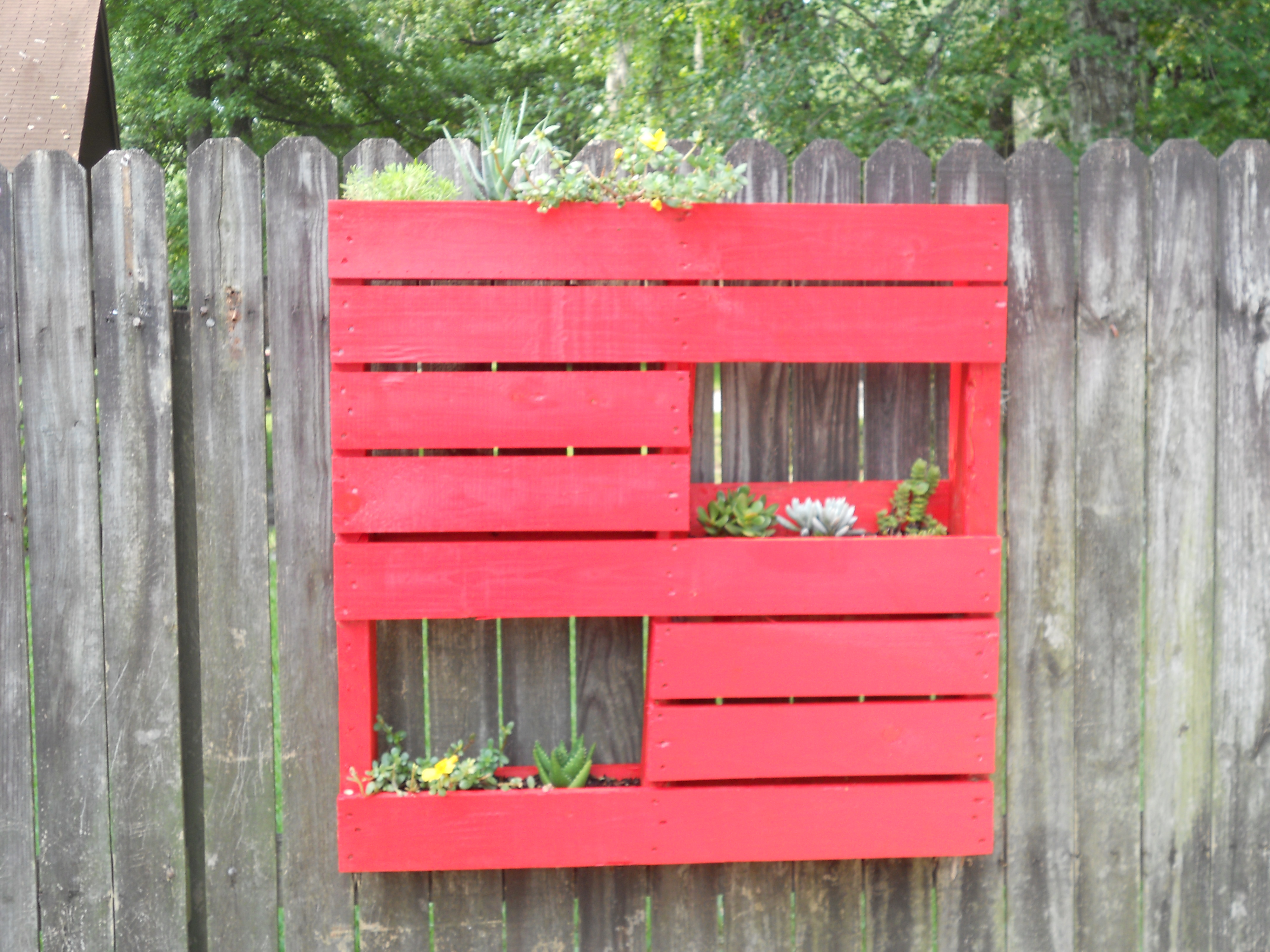 Pallet project 1 how to make hanging planters for Crafts made with pallets